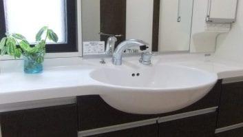 洗面台収納のアイデア14選!洗面所のハンドソープを浮かせる収納とは