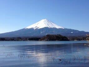 夏の富士登山で感動を!安全に登るコツと夏の必需品をチェック