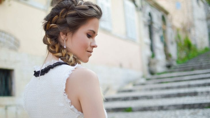 髪のボリュームを抑えるヘアアレンジ30選|すっきり見える素敵ヘア♡