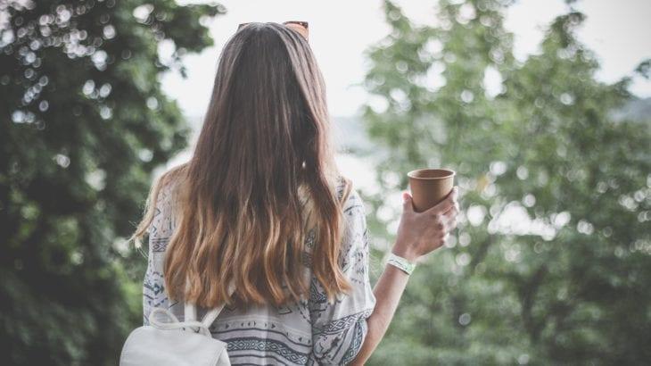 イライラしない髪の湿気対策|梅雨でも乱れないヘアアレンジ12選