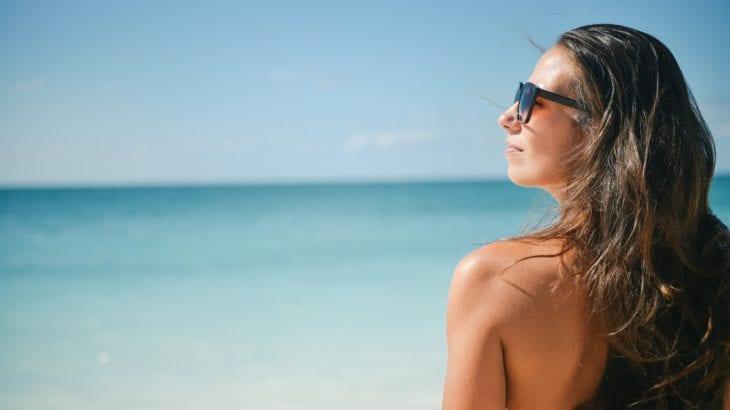 皮脂を抑える改善方法まとめ|顔のテカリの原因に効果的な化粧品16選