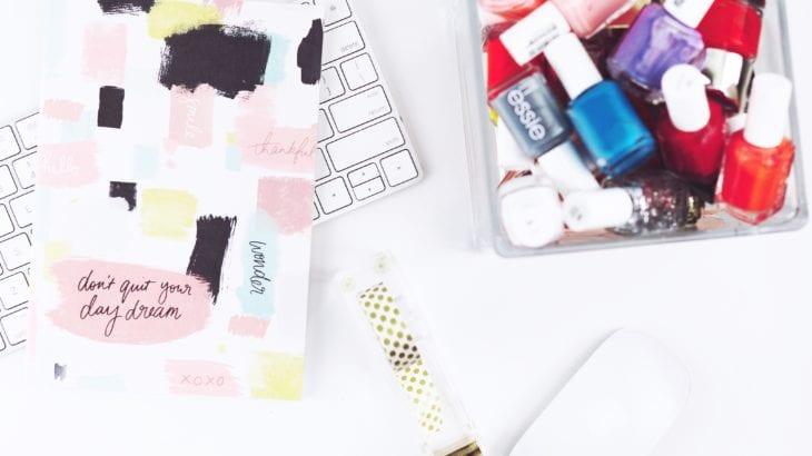 iPhoneケースをマニュキアで塗るアイデア10選♡簡単なやり方も紹介