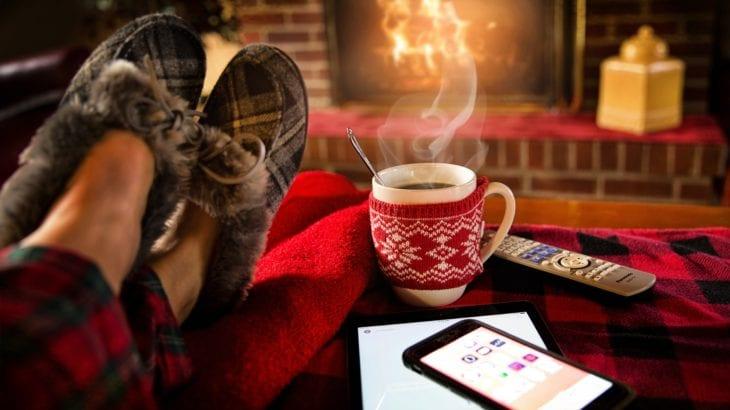 寒さを解消!部屋を暖める対策や節電もできる防寒グッズ16選