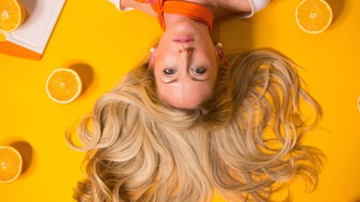 白髪の悩みに!おすすめアイテム10選と実践したい予防と対策