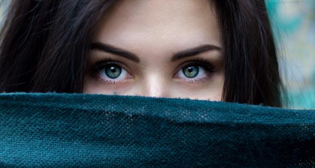 毎日頑張るあなたへ!目の疲れをケアするアイテム&方法12選