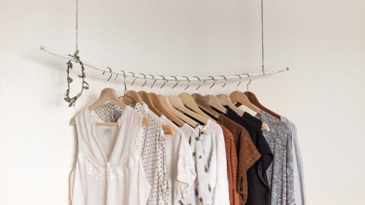 衣替えの収納術|かさばる冬物もすっきりな便利グッズ&サービス