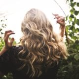髪のパサつきを治したい…。6つの原因への対策&人気のトリートメント