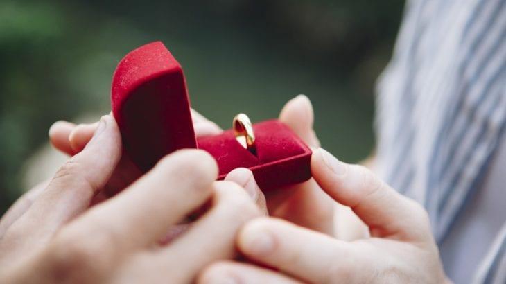 一生に一度の思い出に!プロポーズ指輪の選び方とおすすめ10選