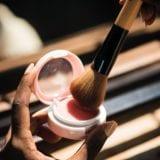 印象を変える顔のタイプ別チークの塗り方とおすすめチーク10選