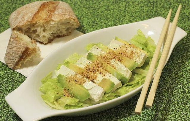 アボカドの切り方|簡単なコツで綺麗に切る!レシピ別おすすめカット