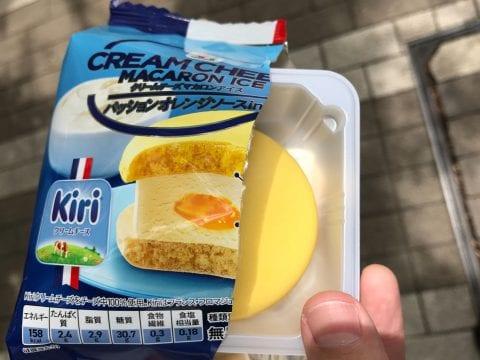 セブンプレミアム クリームチーズマカロンアイスの開封画像