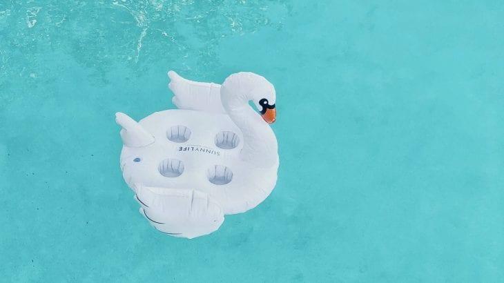 プール・海で崩れないメイクのポイントはコレ|話題のプチプラ人気コスメの紹介も!