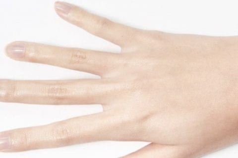イニスフリーパウダーの使い方|サラサラ&潤いのある手