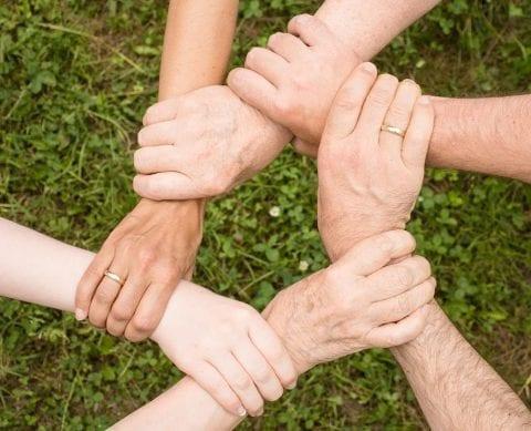 共働きと子育ての両立に第三者の力を借りることも大切