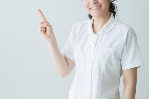 白衣の女性