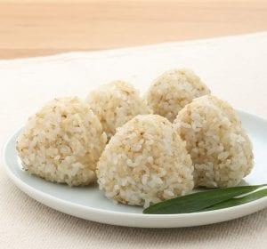 発芽玄米ごはんの塩おにぎり