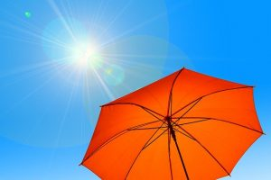 太陽と日傘の画像