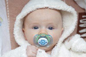 0歳の赤ちゃんにおすすめの知育玩具の種類や選び方