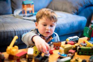 0歳の赤ちゃんに知育玩具を与える必要性やメリット