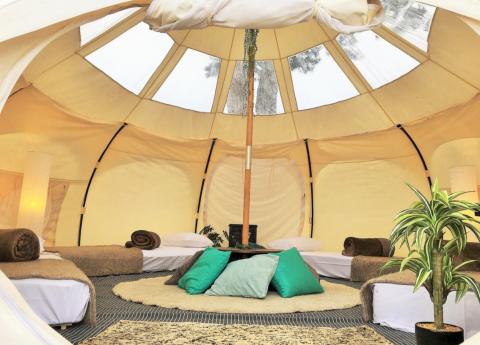 奥琵琶湖マキノグランドパークホテル|ホテルで快適にキャンプ体験