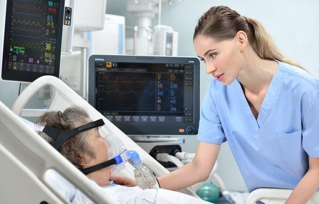 看護師を目指すには?資格・仕事内容・キャリアアップと現実