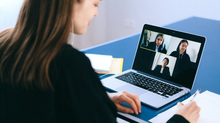 WEB面接・ビデオ面接で印象が良くなる服装・悪くなる服装