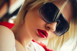 口紅 女性