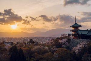 清水寺三重塔や奥の院からの景観も優美